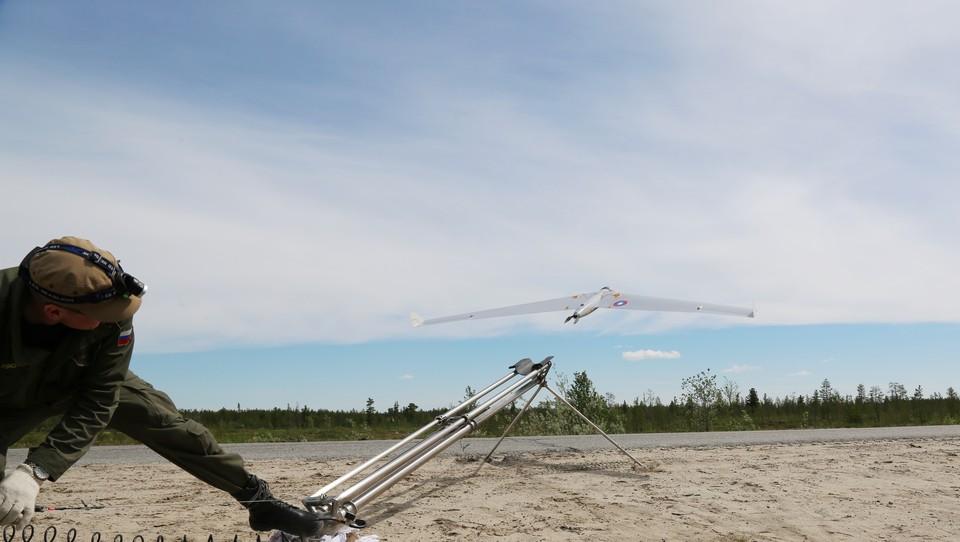 «РН-Пурнефтегаз» осуществляет контроль уровня парниковых газов с помощью БПЛА. Фото - «РН-Пурнефтегаз».