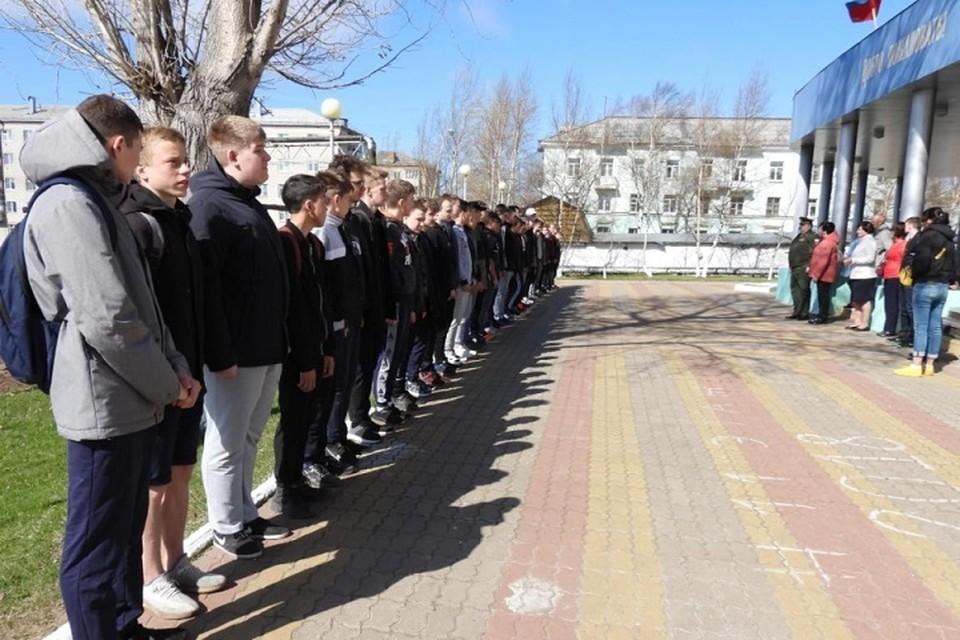 Старшеклассники и студенты проходят подготовку к военной службе в Хабаровском крае