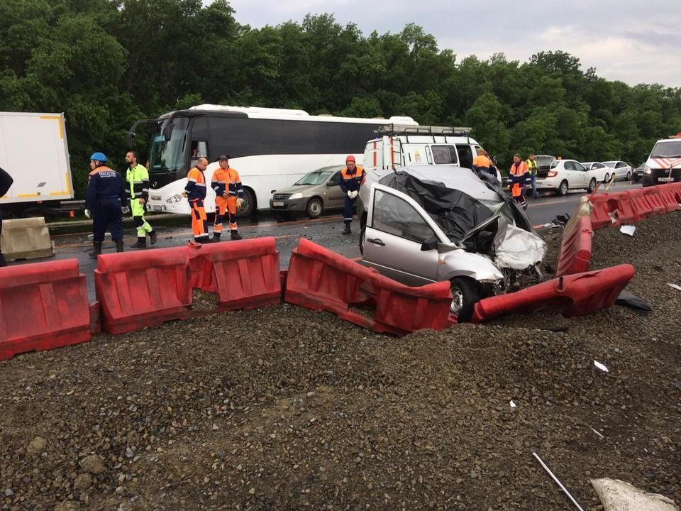 По предварительным данным, аварию спровоцировал водитель автомобиля Ford. Фото: УГИБДД России по РО.