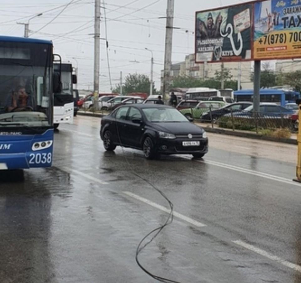 Авария привела к пробке. Фото: группа SEV-TROLL («Севастопольский троллейбус») («ВКонтакте»)