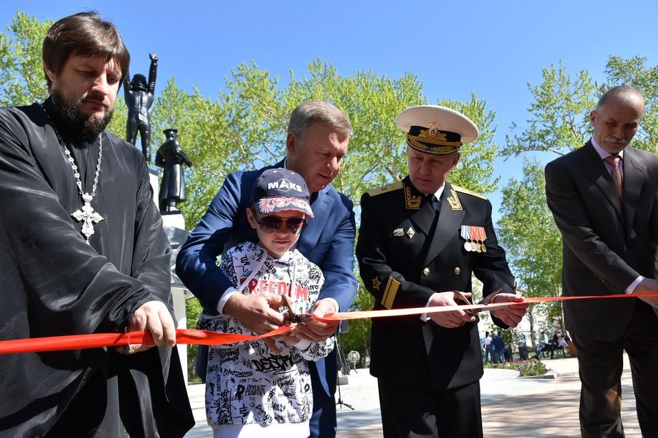 Сегодня, в День защиты детей, органы власти торжественно вручили подарок городу, перерезав символическую красную ленту