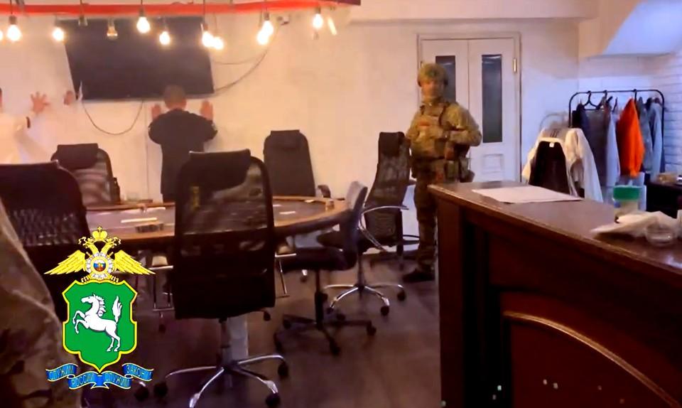 Азарт игры и жажда наживы выше страха. Фото: из оперативного видео УМВД России по Томской области