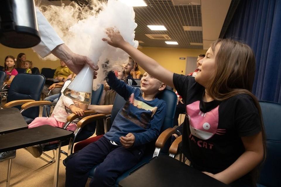 Юные тюменцы отправились в путешествие по прошлому в День защиты детей. Фото Сергея Куликова.