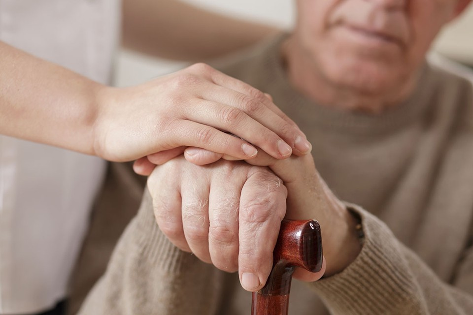 Пенсионер пошел на поправку и сумел позвонить домашним. Стали разбираться и оказалось, что в больнице перепутали дедушек.