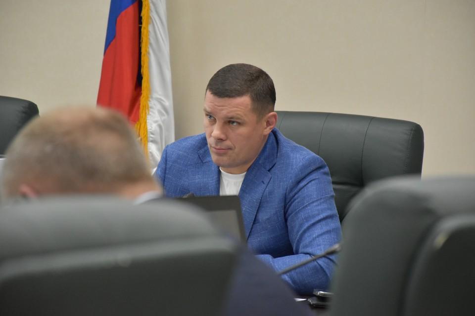Председатель думского комитета по экологии и природопользованию Евгений Лотин напомнил, что Южно-Сахалинск входит в число городов с высоким загрязнением воздуха