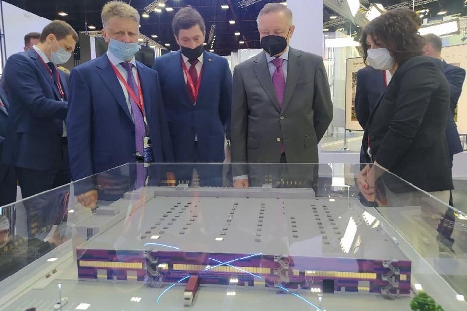 Губернатор Петербурга приехал на техническое открытие ПМЭФ.