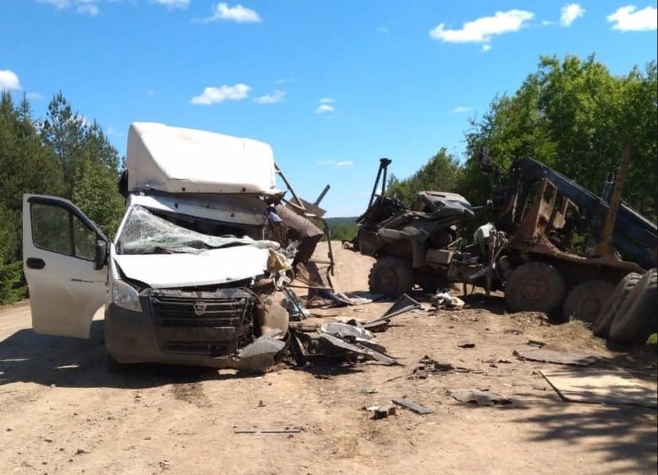 Оба автомобиля получили кузовные повреждения