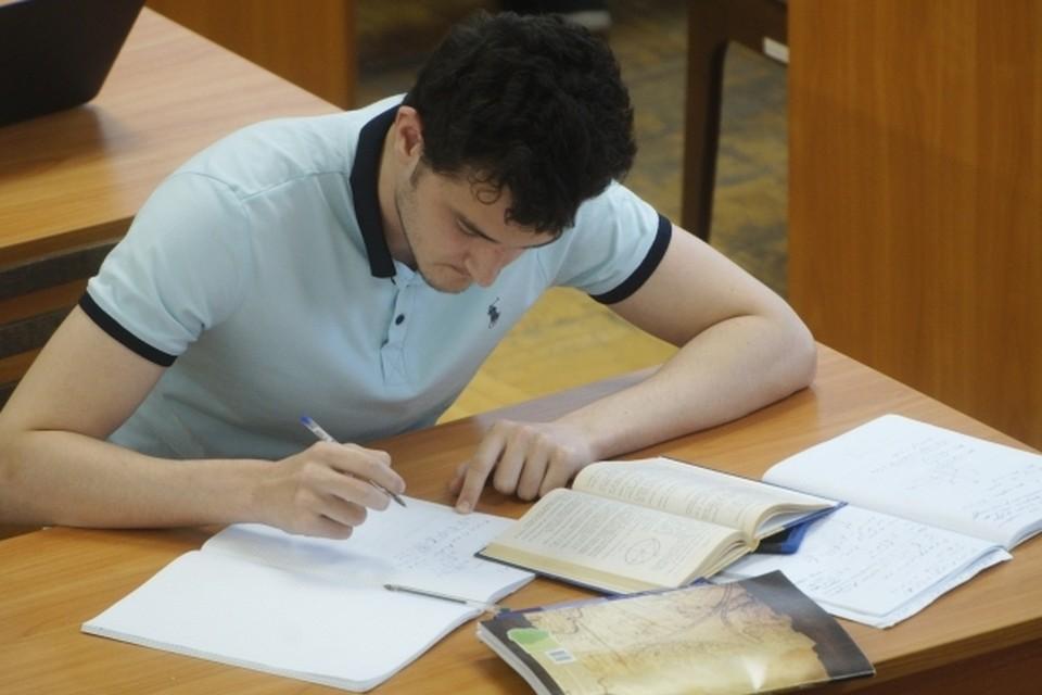 На курсе абитуриенты вместе с преподавателями ТПУ будут готовиться к экзаменам по математике, физике, химии и информатике.