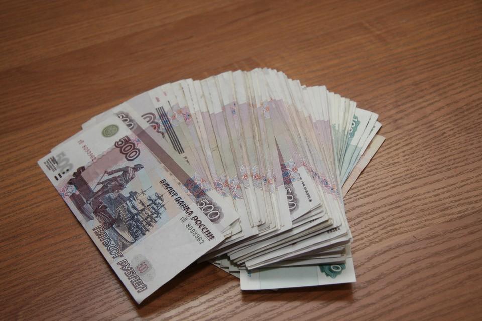 Его супруга задекларировала доход в 671 тысячу рублей