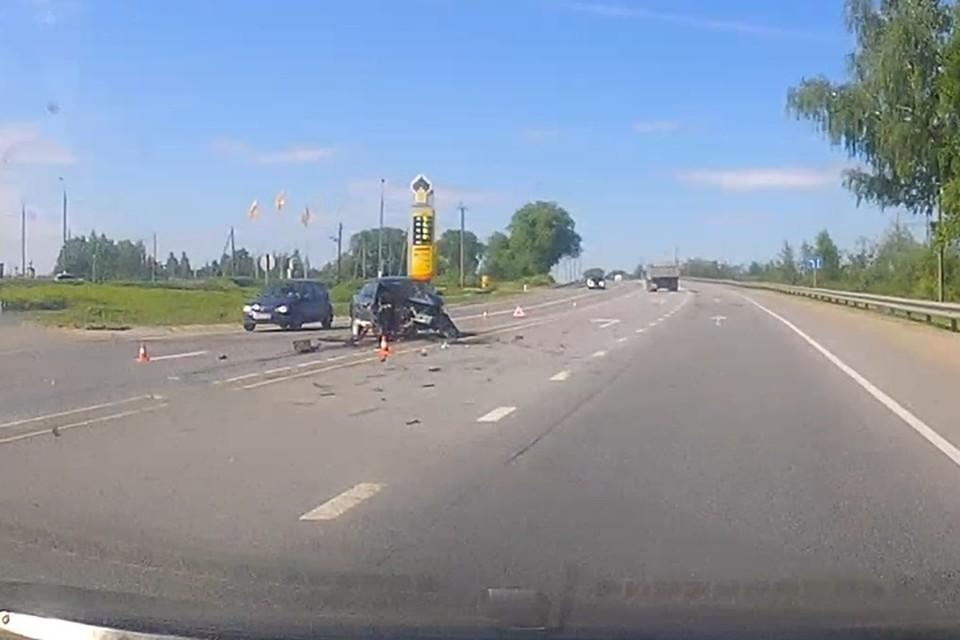"""В Выгоничском районе вдребезги разбились две легковушки. Фото: vk.com, """"Авто Брянск""""."""