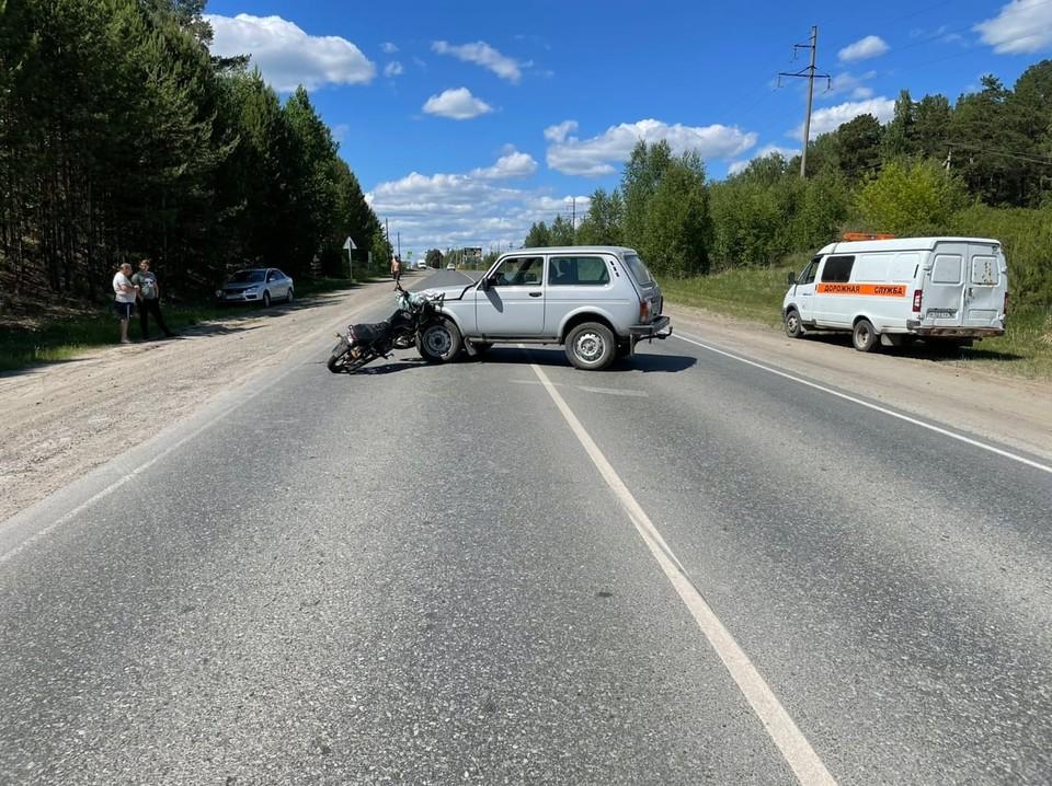 Под Тюменью «Нива» сбила 13-летнего мальчика на мотоцикле.