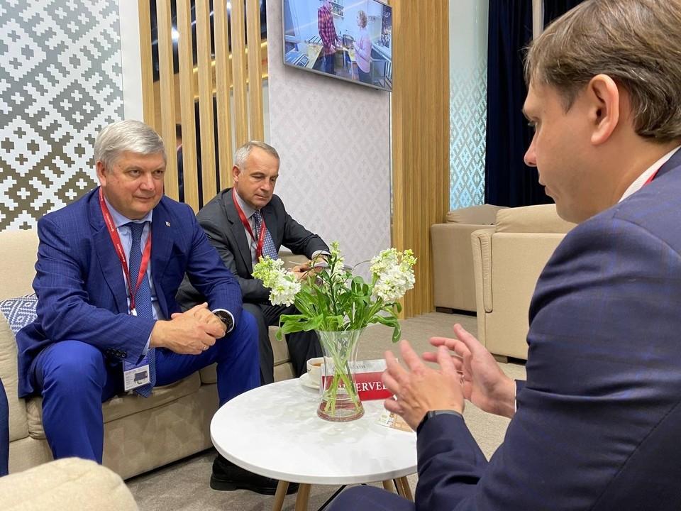 Документ подписали губернаторы регионов Александр Гусев и Андрей Клычков