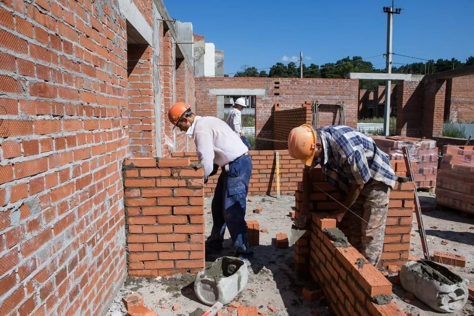 Более трех тысяч жителей Кузбасса могут стать строителями. Фото: АПК.