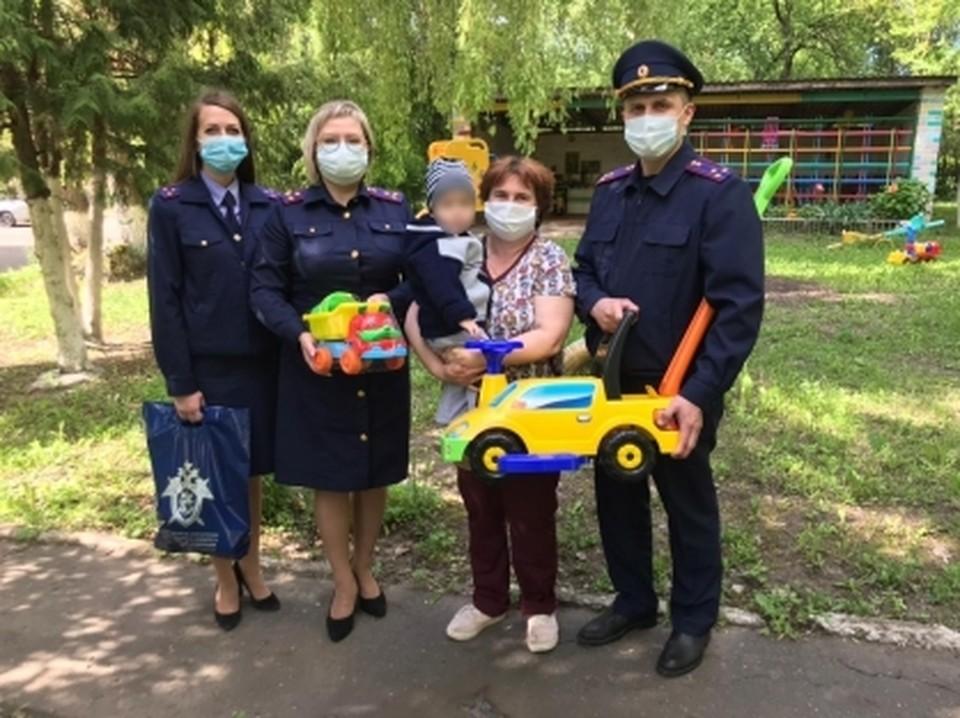 Следователи навестили мальчика в доме ребенка и подарили игрушки. фото: СУ СК России по Орловской области