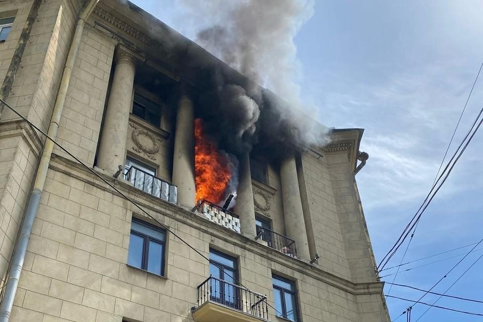 Четыре человека пострадали при пожаре на Стачек. Фото: vk.com/spb_today