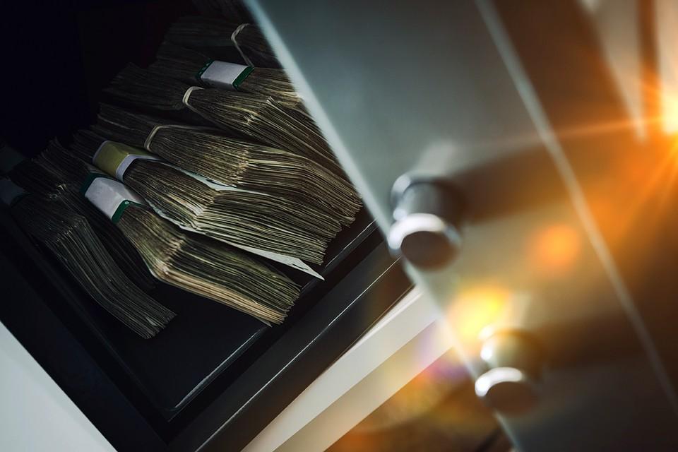 В сейфе находилось 4 933 773 рублей, которые были похищены