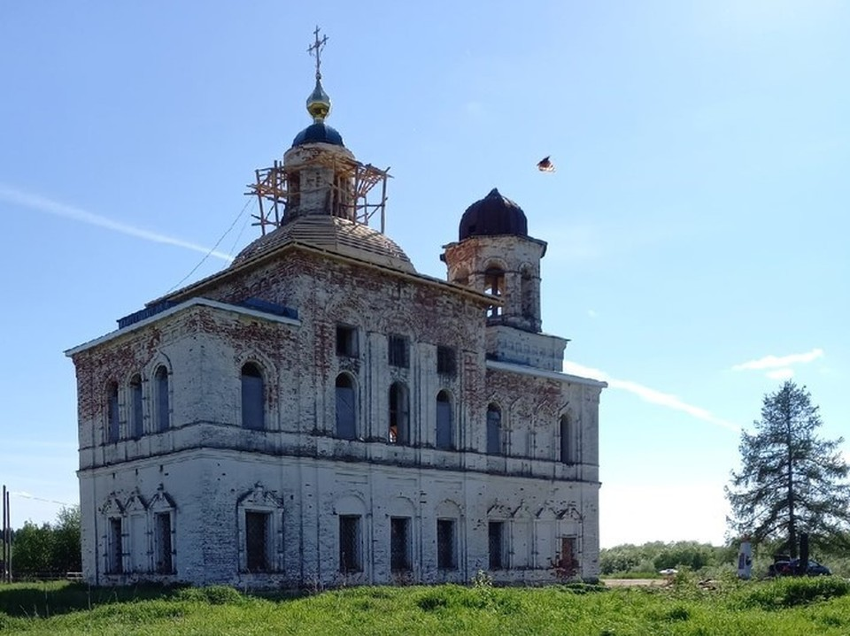 """Фото: группа в вк """"Богоявленский храм в деревне Ляли""""."""