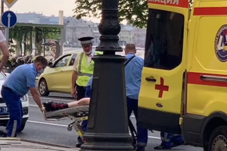 В Петербурге экскурсионный автобус сбил девушку на роликах в Адмиралтейском районе. Фото: vk.com/spb_today_unreleased