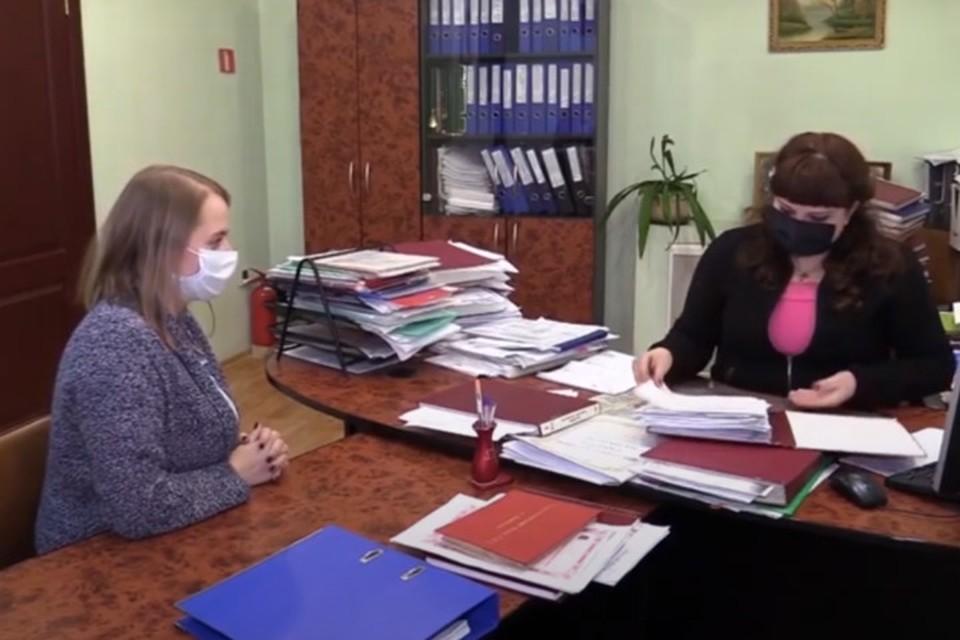 Оформление перевода документа с украинского языка на русский занимает едва ли не первенство среди услуг нотариусов. Фото: Скриншот видео Минюстиции ДНР