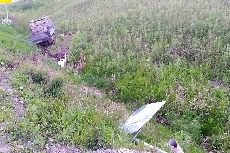 Автомобиль слетел с дороги в кювет.