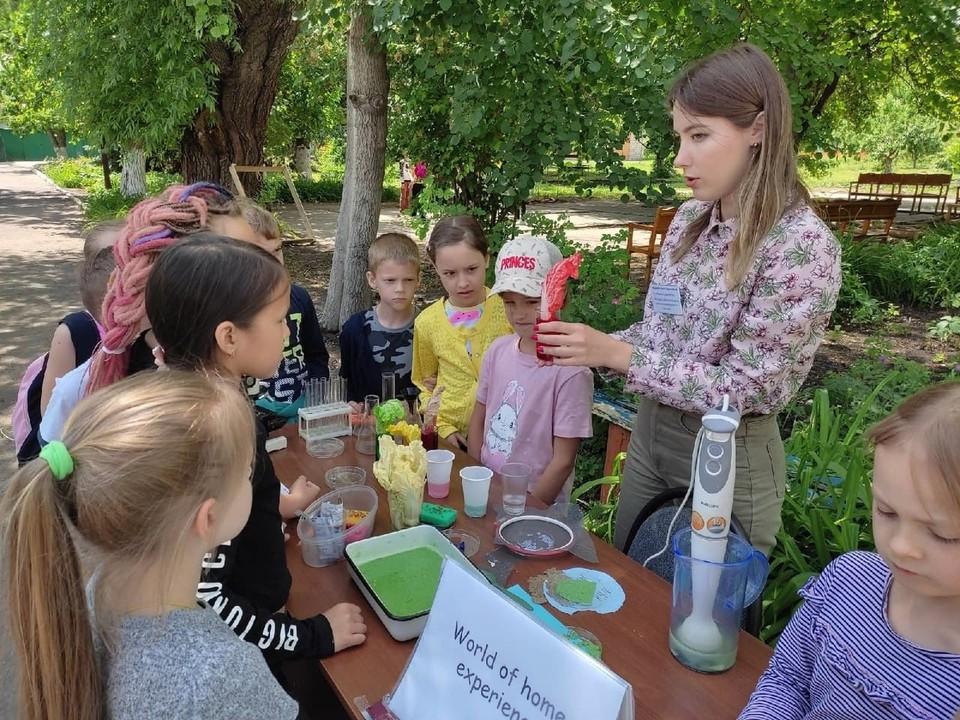 Саратовские школьники поучаствовали во флешмобе «World of Home Experience»