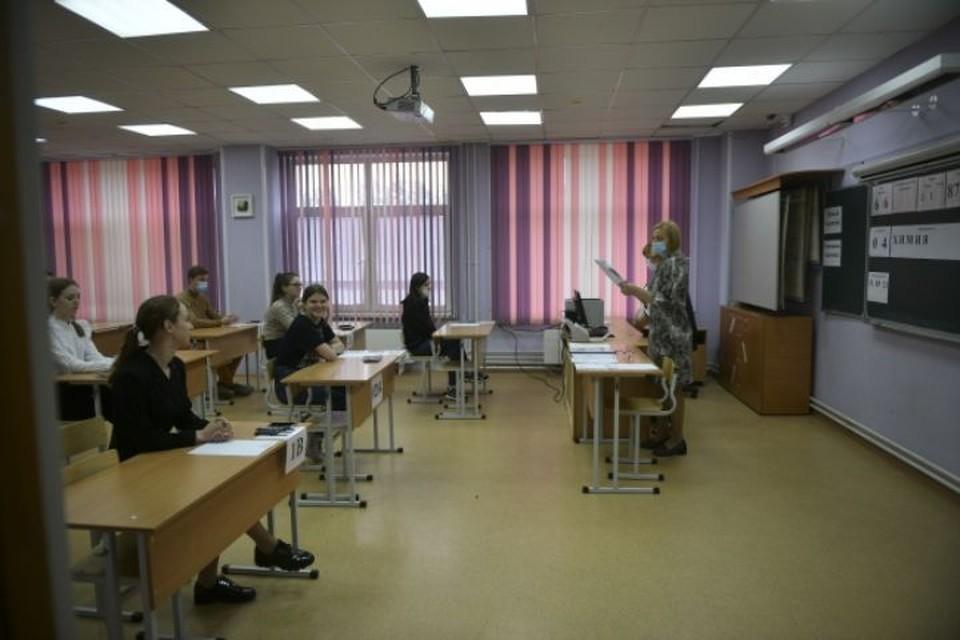 Школьника огорчили результаты экзамена.