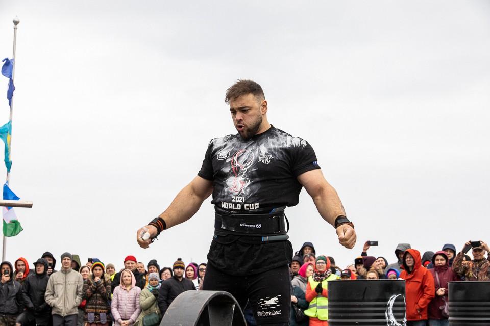 Первое место на пьъедестале и звание самого сильного человека планеты в весе до 105 килограммов завоевал Давид Шамей.