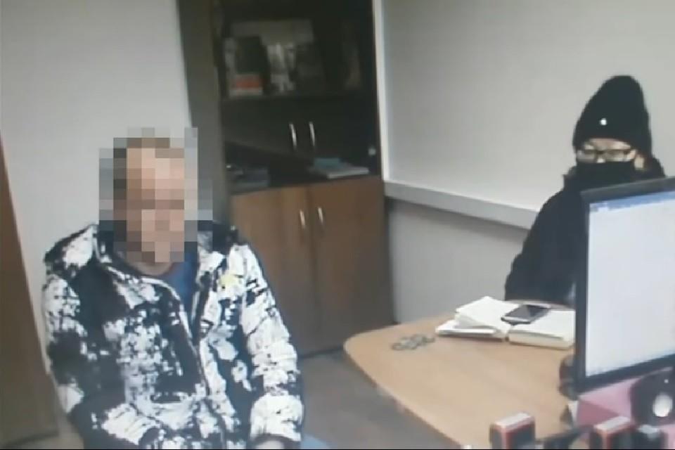 Подозреваемый в похищении признался, что наставил на отца девочки пистолет. Фото: стопкадр с видео СУ СК РФ по Республике Бурятия