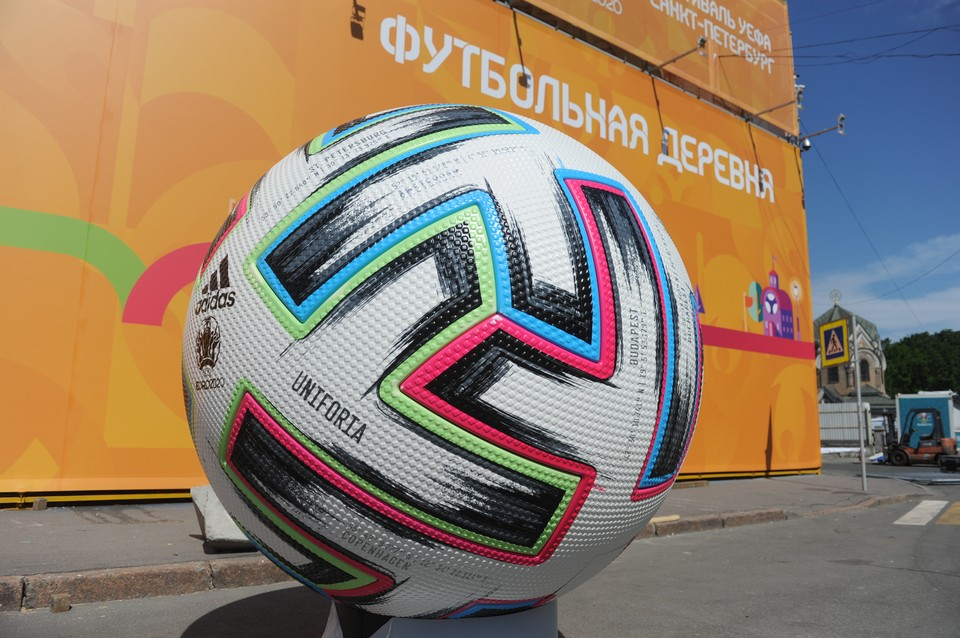 Без разрешения УЕФА работать со стадионом и фан-зонами малому бизнесу не разрешат.