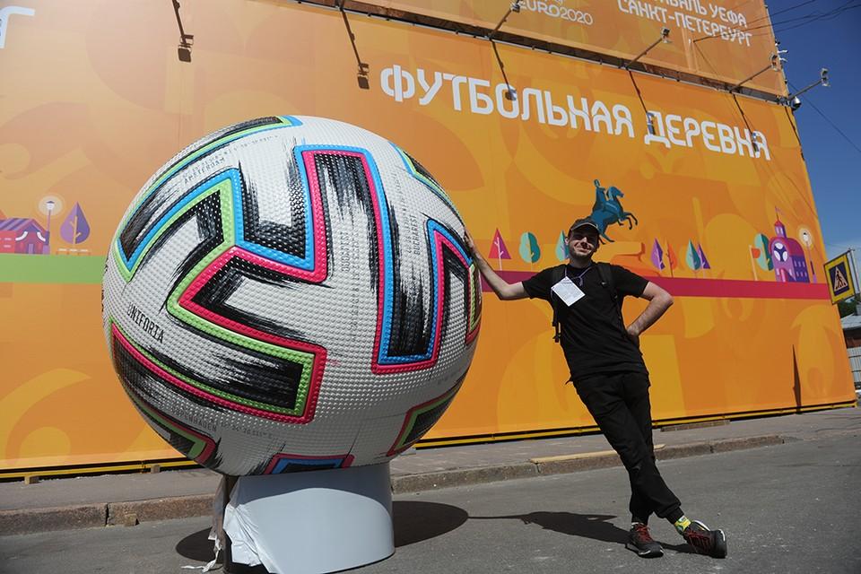 На Конюшенной площади фан-зона откроется уже 11 июня.