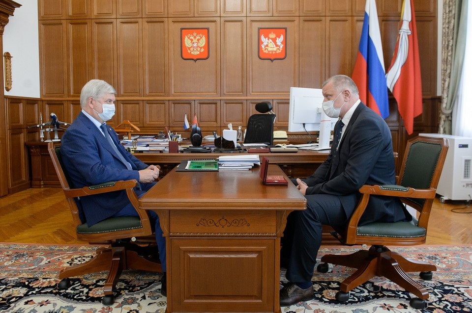 С решением Владимира Кадурина оставить пост руководителя департамента губернатор спорить не стал.