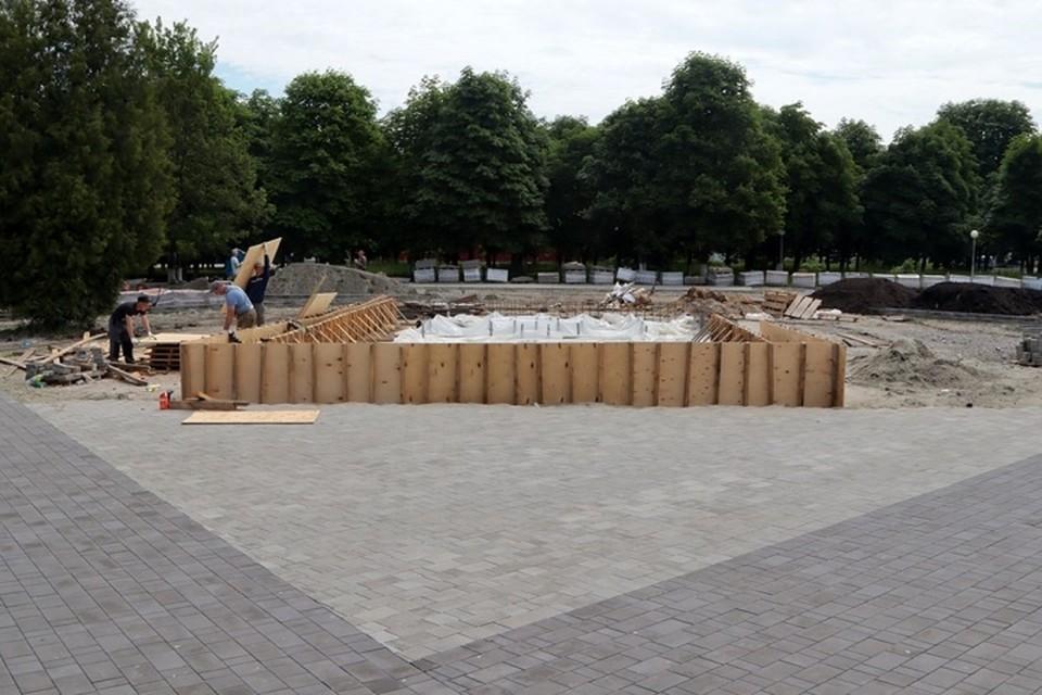 В Брянске в Пролетарском сквере на 30 процентов построили фонтан.