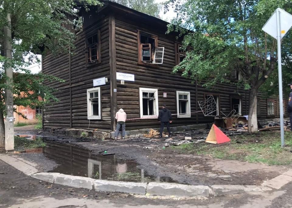 В ночь на 9 июня в центре Кирова на Октябрьском проспекте загорелся жилой дом. Фото: admkirov.ru