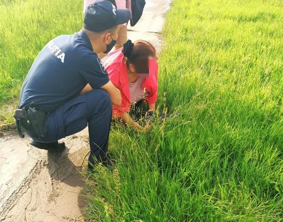 Полицейские помогли женщине (Фото: НИОБ).