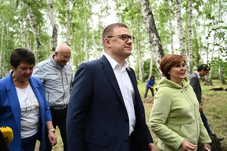 Алексей Текслер побывал в обычном детском лагере под Копейском. Фото: Людмила Ковалева.
