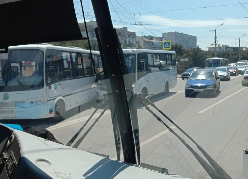 Место ДТП. Фото: группа «Автопартнер. Крым. Севастополь. ДТП» («ВКонтакте»)