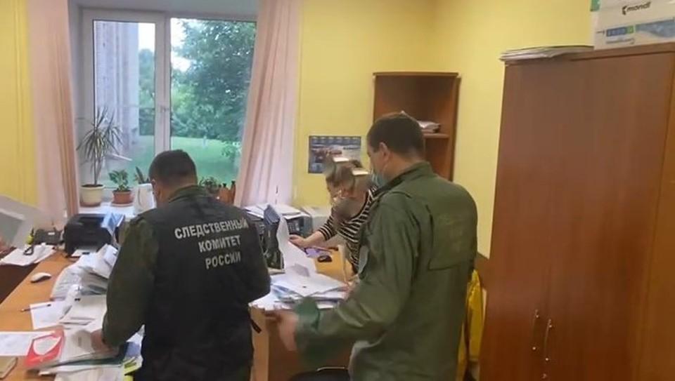 Уголовные дела завели после сообщения о проживании людей в гнилых домах в Гагарине. Фото: СУ СК России по Смоленской области.