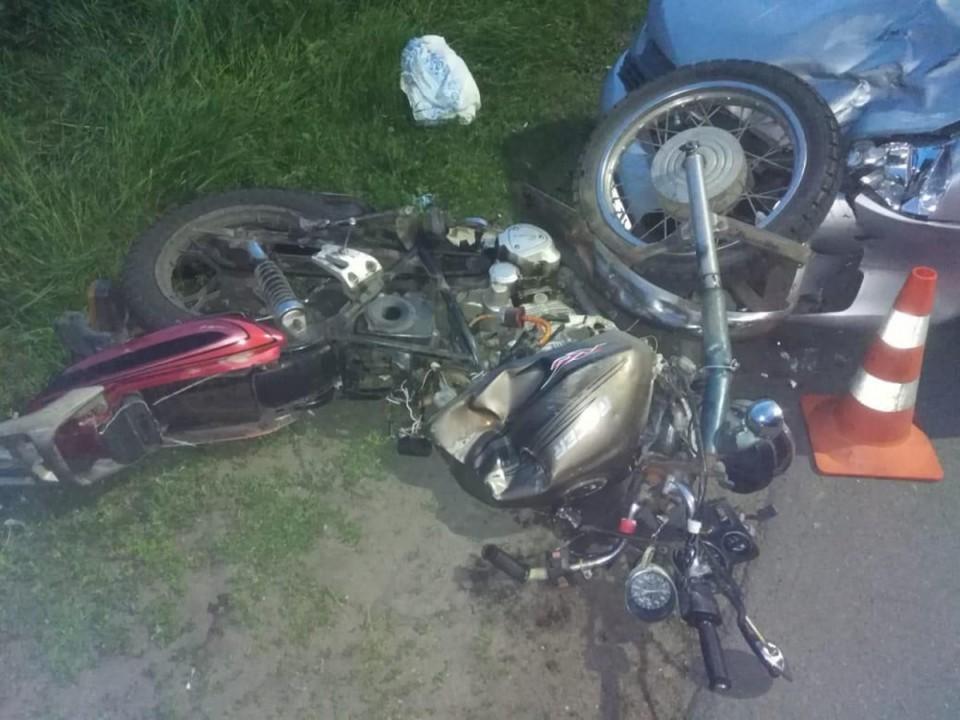 """Мотоцикл влетел на капот """"Лады""""."""