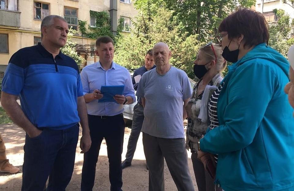 Глава Крыма Сергей Аксенов продолжает рейд по городу Симферополь. Фото: Сергей Аксенов / Facebook.