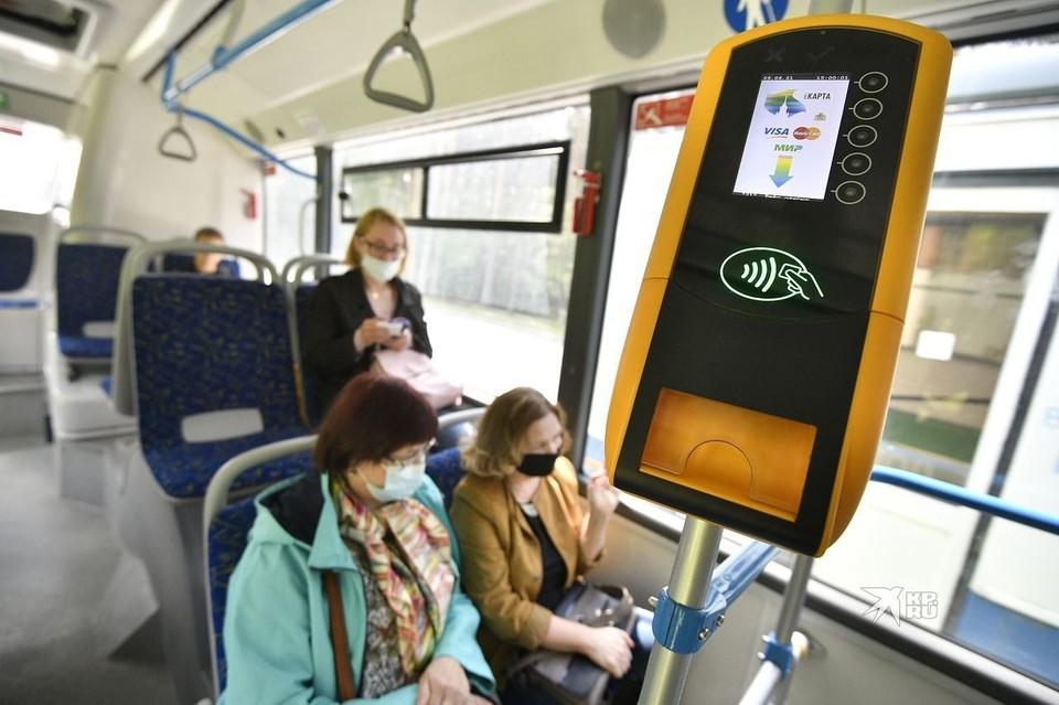 Стоит одно такое устройство больше 140 тысяч рублей. В каждом автобусе их по три.