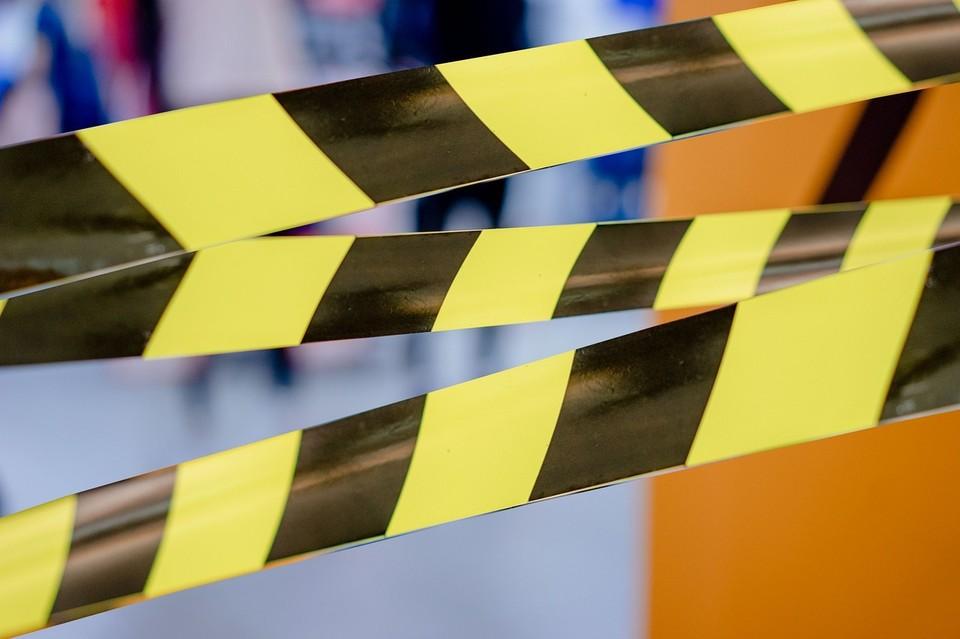 В Астрахани подросток упал с заброшенного здания