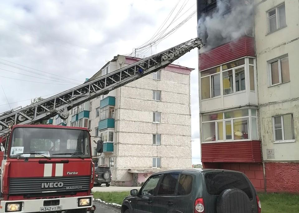 В Нефтеюганске от огня спасли четырех жителей пятиэтажки Фото: ГУ МЧС России по ХМАО-Югре