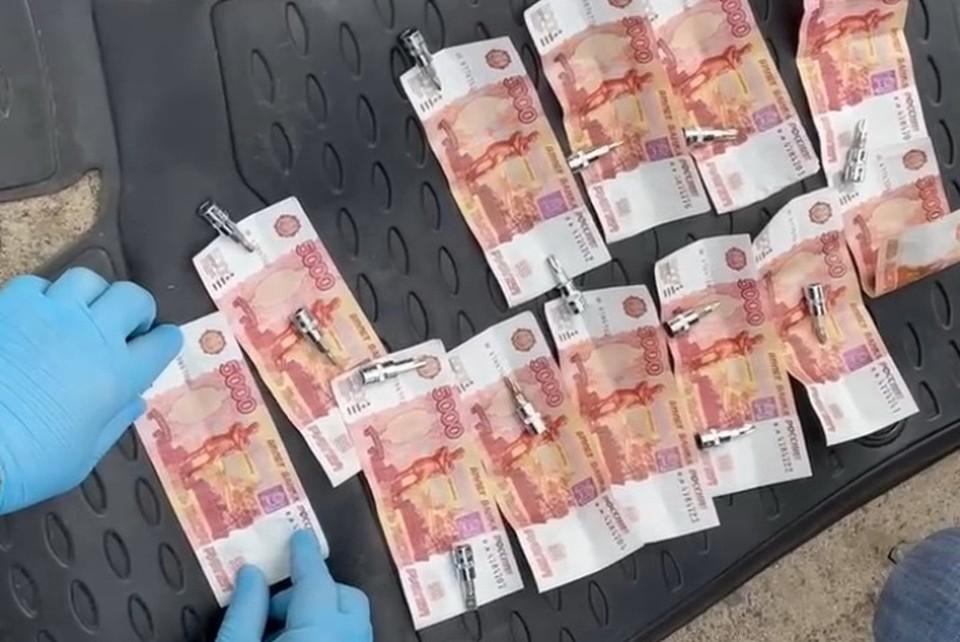В Брянске полицейские задержали две группы фальшивомонетчиков. Фото: пресс-служба УМВД России по Брянской области.