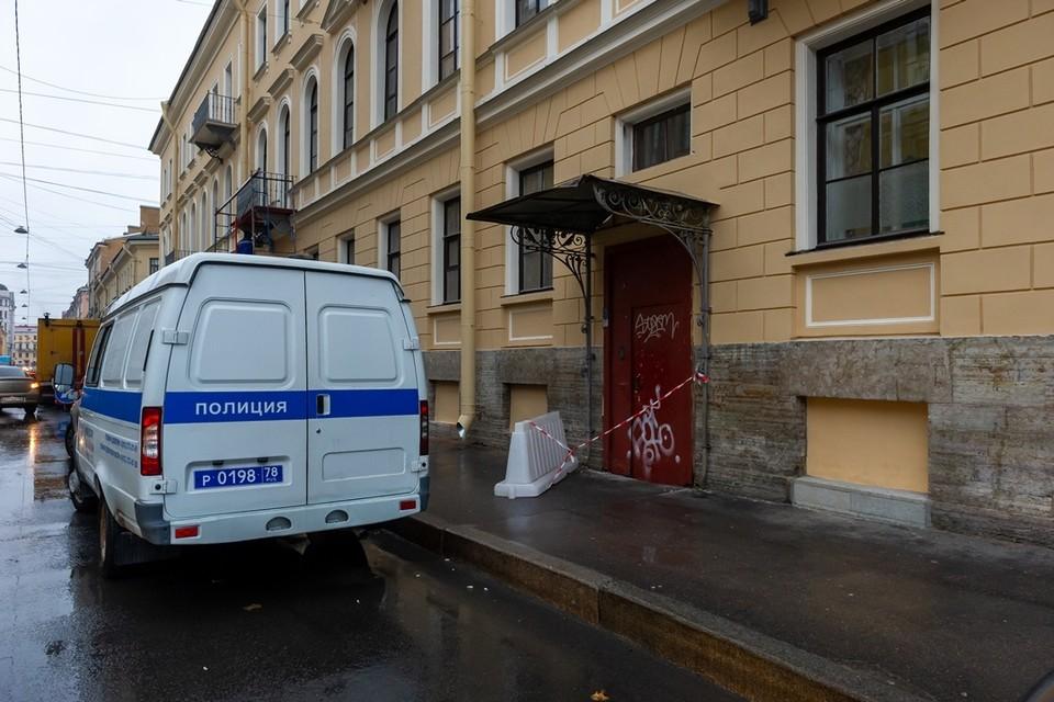 На месте происшествия работает полиция.