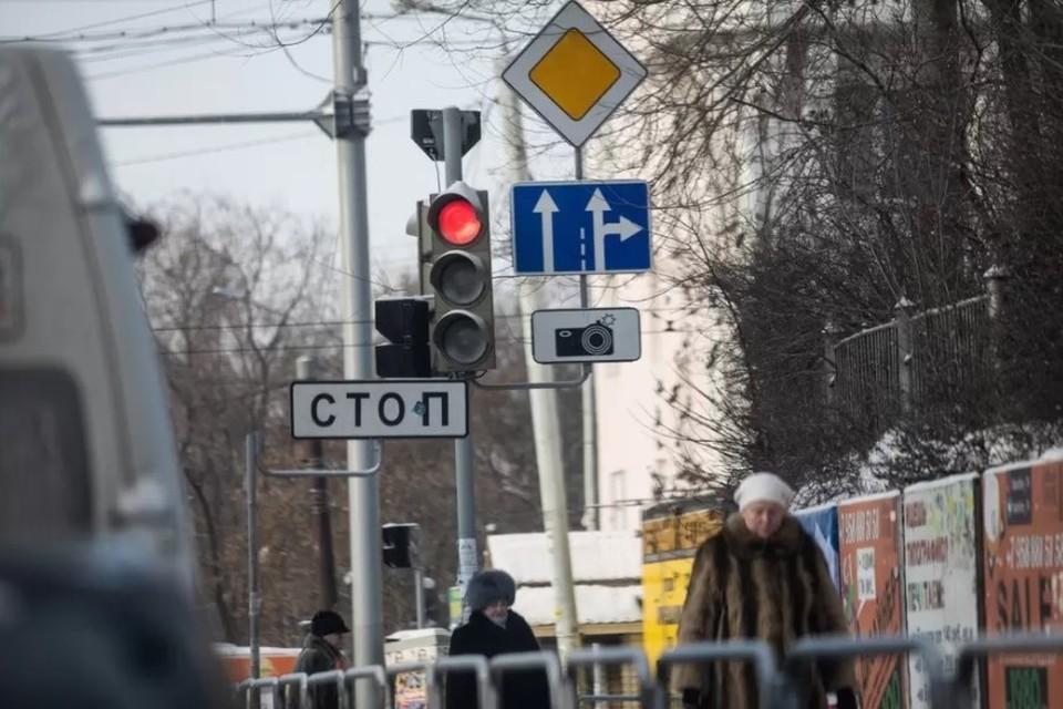 Об отключении светофоров на трех перекрестках в Челябинске предупредили в мэрии.