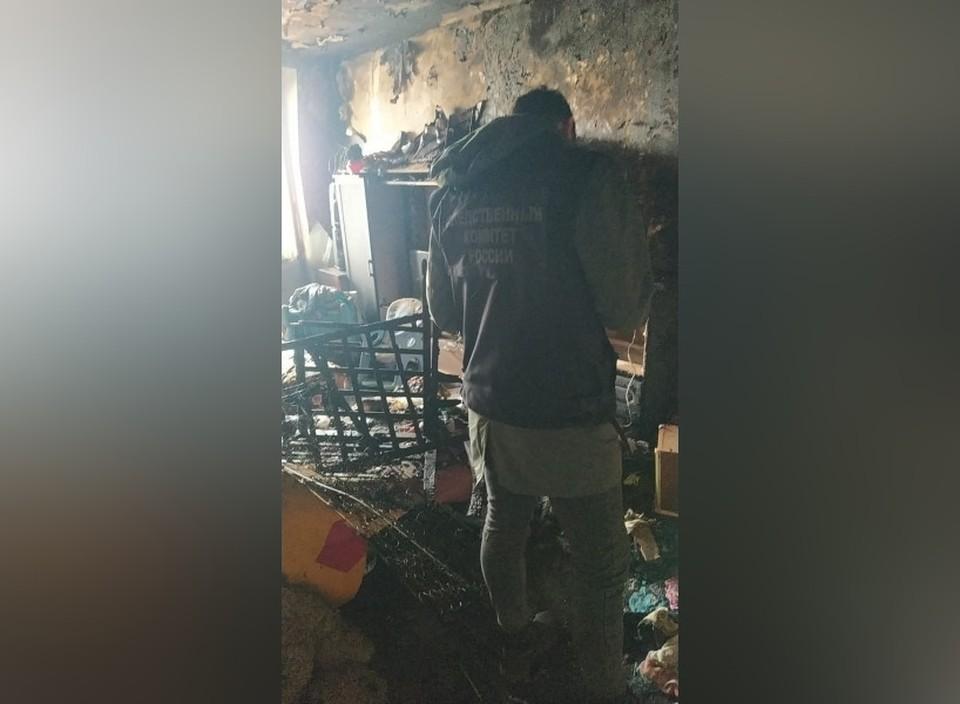Дети остались запертыми в квартире, устроили пожар и отравились угарным газом