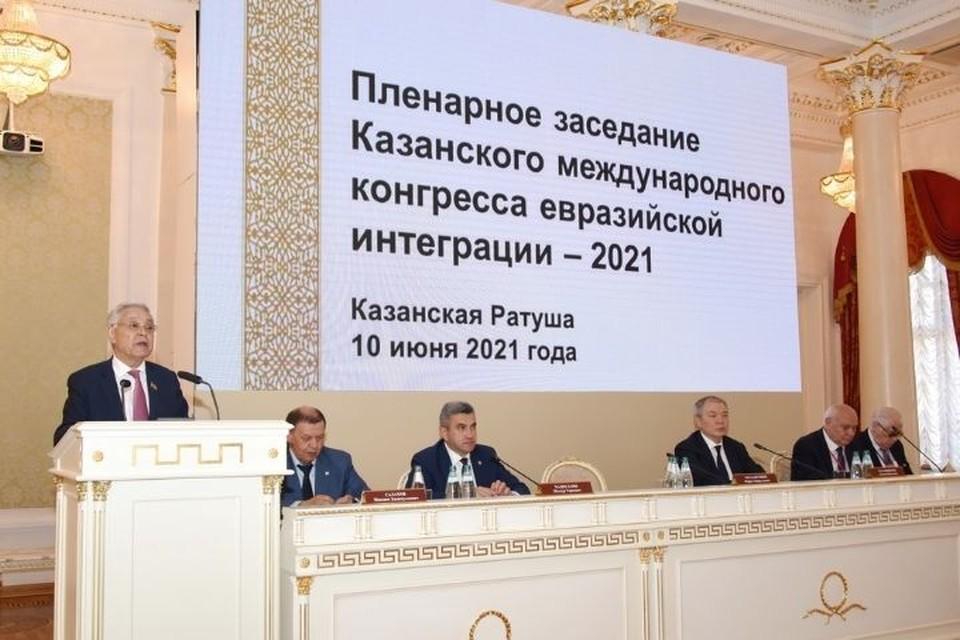 Учитывая большой опыт столицы Татарстана, размещение штаб-квартиры региональной площадки ЕАЭС именно в Казани Мухаметшин видит вполне логичным. Фото: tatarstan.ru
