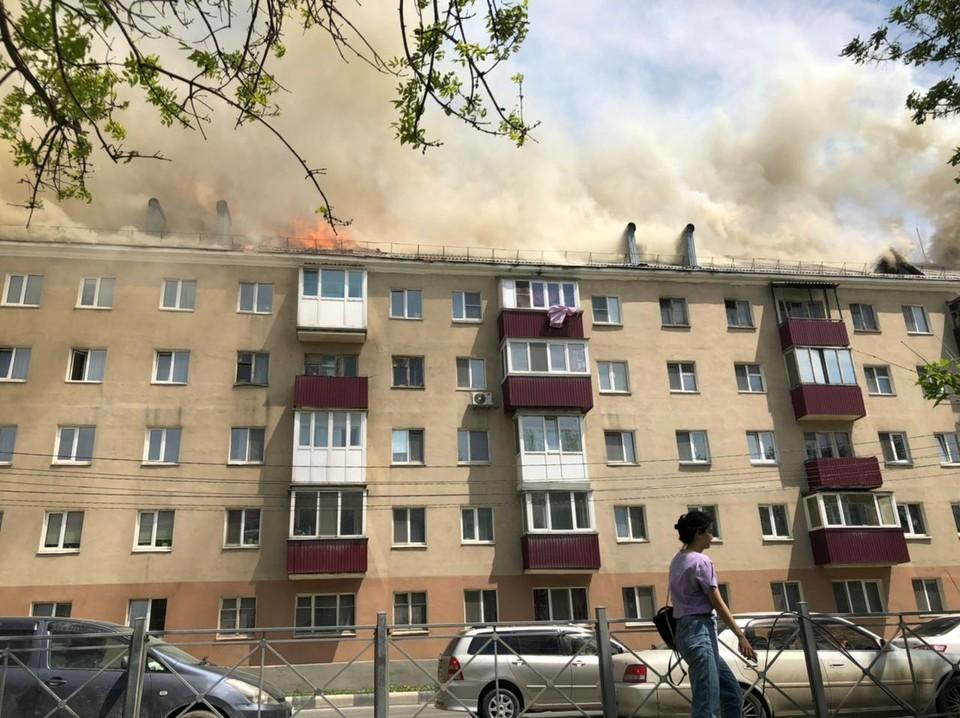 Жильцы предполагают, что причиной пожара мог стать поджог или баловство с огнем