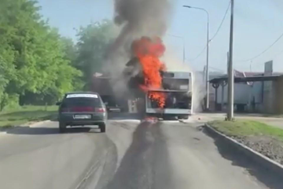 В Ростове сгорел автобус