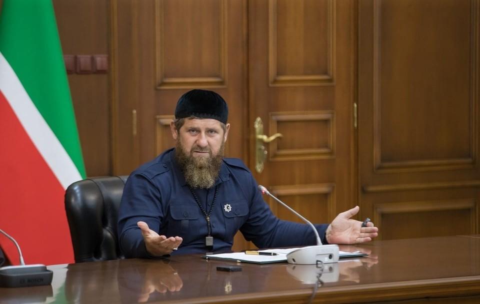 Рамзан Кадыров уже не в первый раз находит героев этих роликов. Парням и их родственникам приходится публично краснеть перед камерой